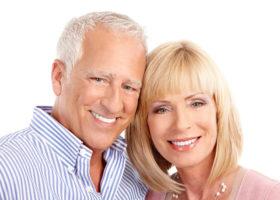 Couple de seniors amoureux